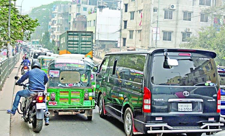Mad traffic halts city life