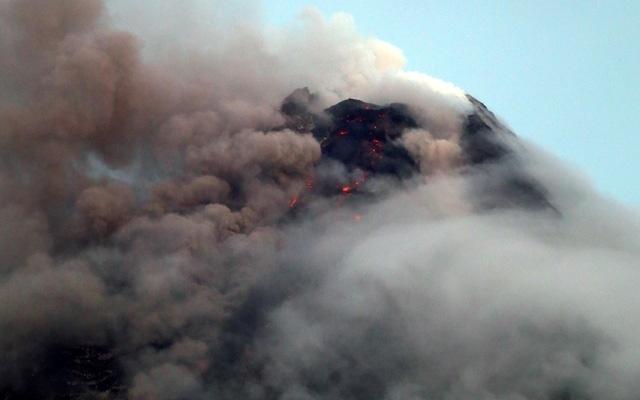 Philippines shuts schools as volcano erupts