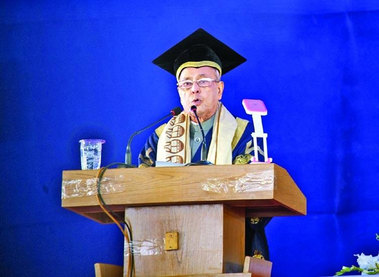 CU confers D. Litt on Pranab