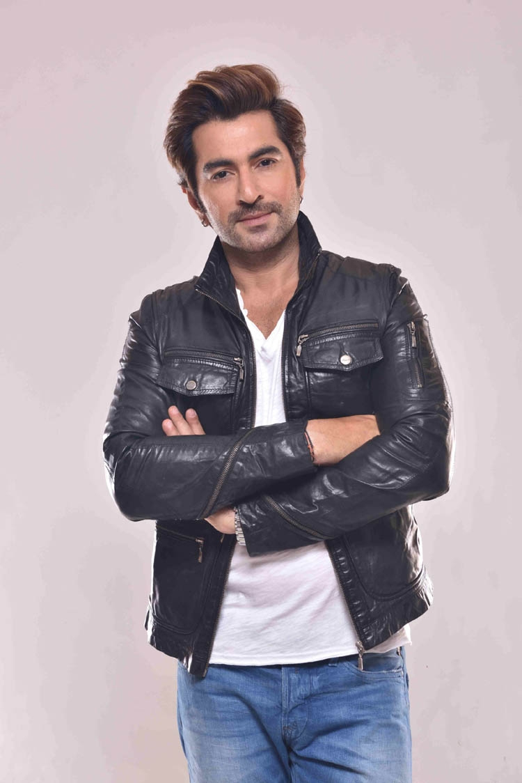 Jeet in Dhaka tomorrow