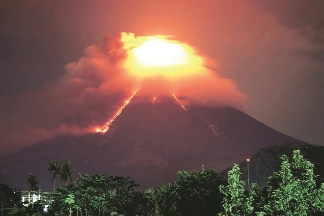 Volcano erupts at Japanese ski resort, 1 missing