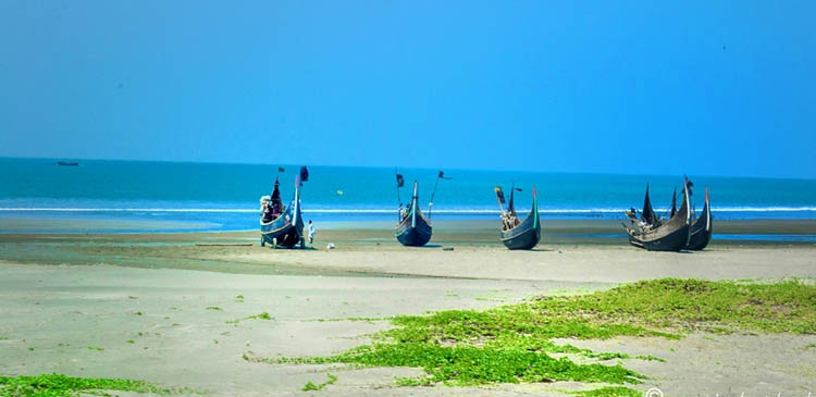 The golden beach of Cox's Bazar