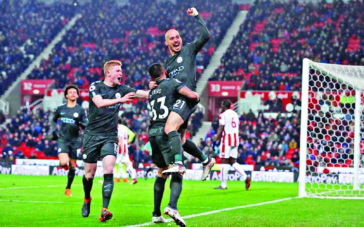 Silva earns victory for Man City