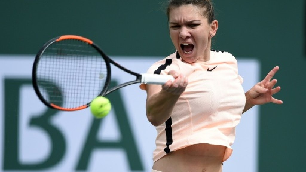 Halep and Venus into quarters, Wozniacki falls