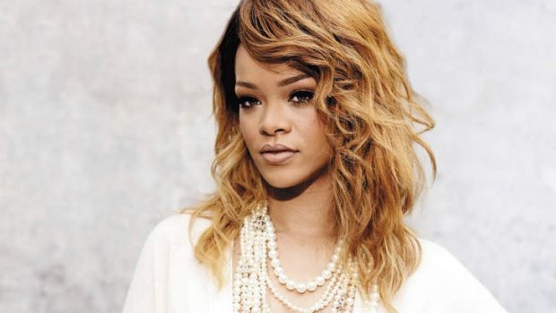 Rihanna urges fans to delete Snapchat