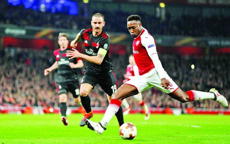 Welbeck double lifts Arsenal, Torres boosts Atletico