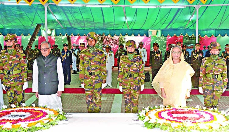 President, PM pay homage