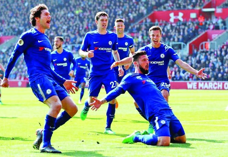 Giroud seals Chelsea's comeback win, Swansea held by Everton
