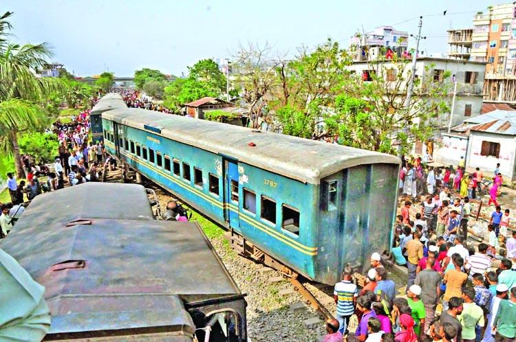 Tongi train crash kills 4
