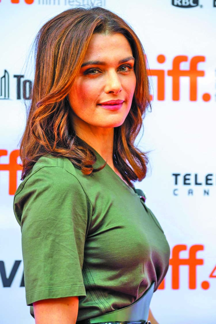 Weisz makes appearance after announcing pregnancy