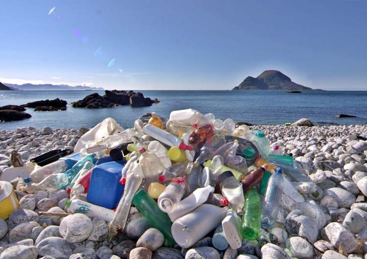 UK corporate giants sign pact to cut plastic waste