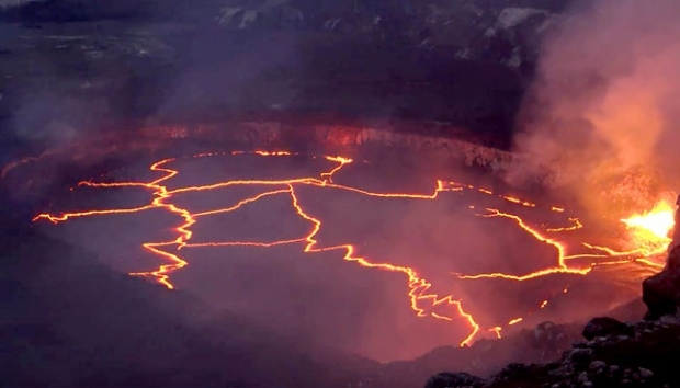 Hundreds flee as Hawaii volcano erupts