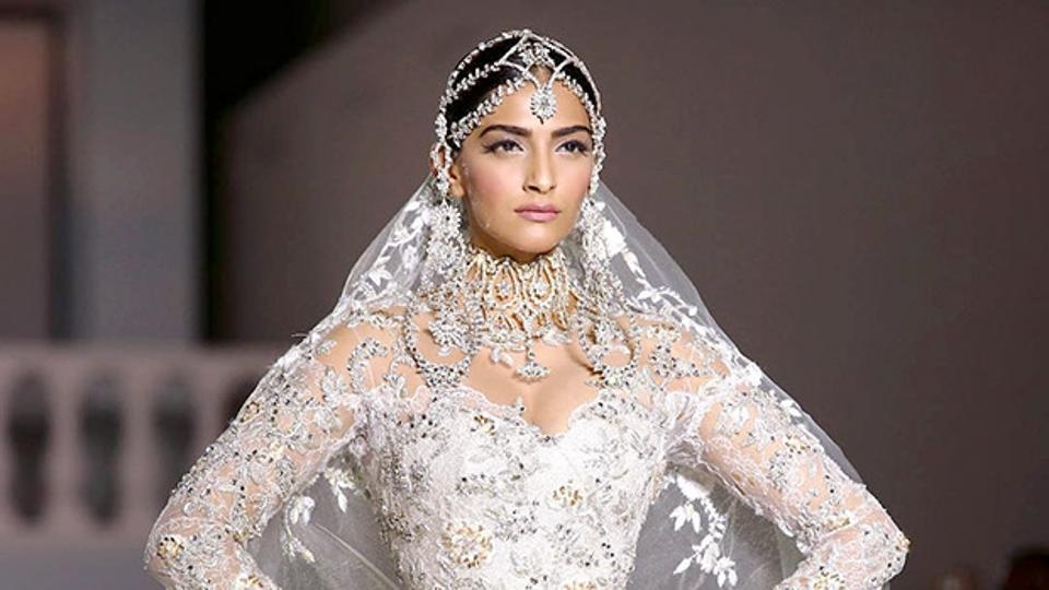 Who will design Sonam's wedding dress