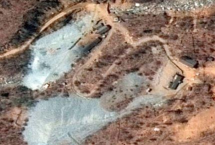 Foreign media arrive for N Korea nuke site closing
