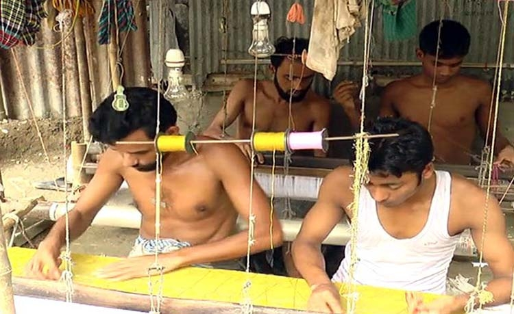 Narsingdi weavers  busy ahead of Eid