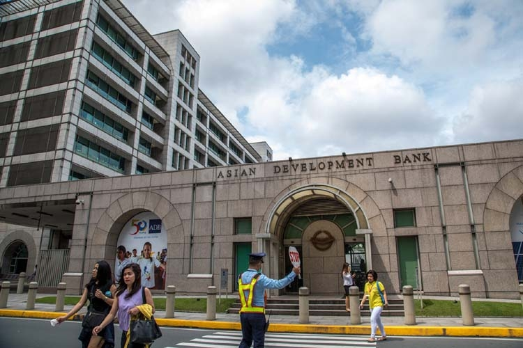 Philippines to cut 14pc poverty rate by 2022: ADB
