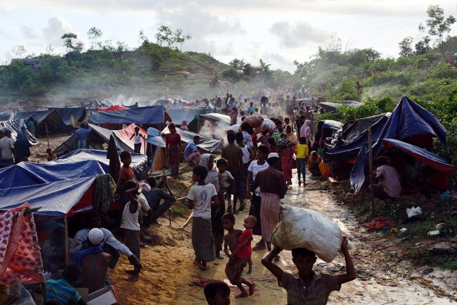 Rohingya volunteers to help make camps plastic free