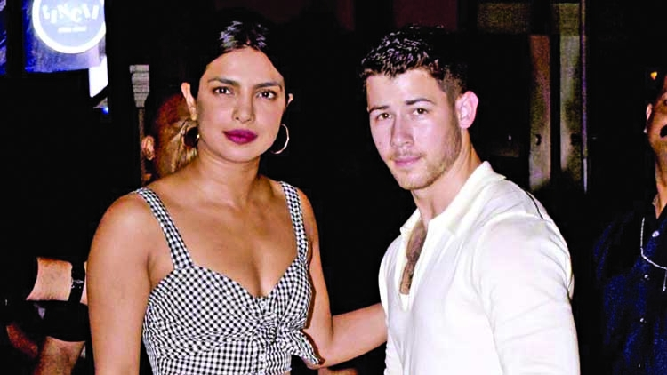 Nick Jonas, Priyanka Chopra meet her mother