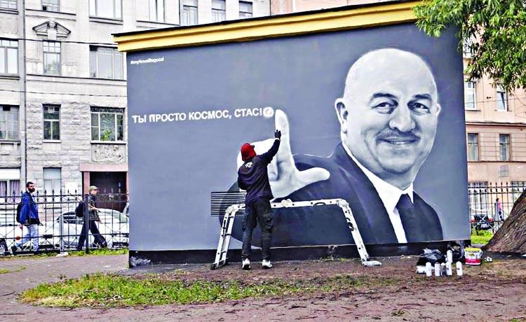 Russia World Cup coach wins graffiti honor
