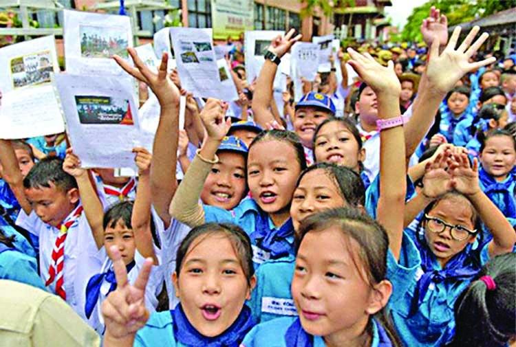 Football world hails Thailand cave 'heroes'