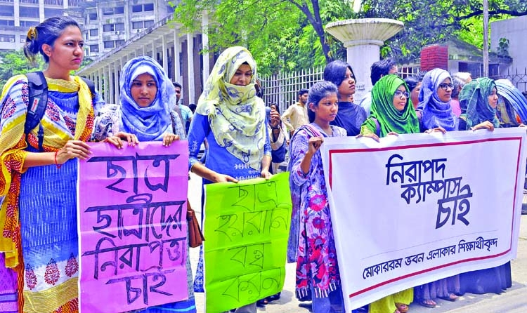 DU teacher threatens to call police during demo