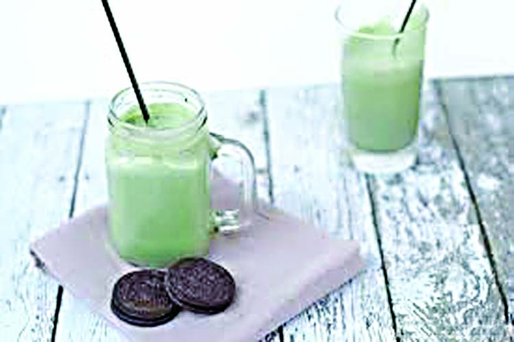 Easy  vegan mint 'milkshake'