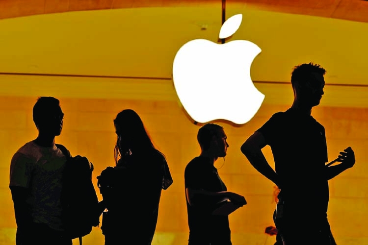 Apple reassures  customers after media reports hack by teen