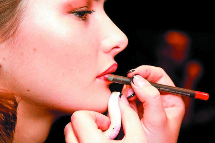Tricks that artists use for  long-lasting makeup