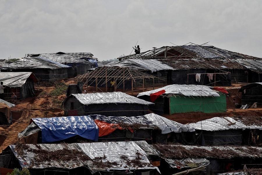 Fire burns 14 shanties in Rohingya camp
