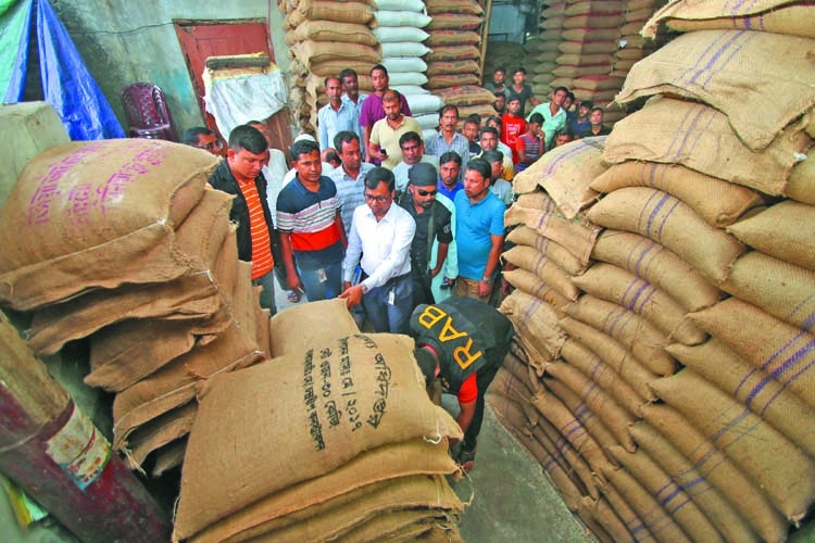 215 tons of OMS grains seized in Dhaka