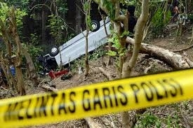 21 killed as bus plunges into ravine in Indonesia