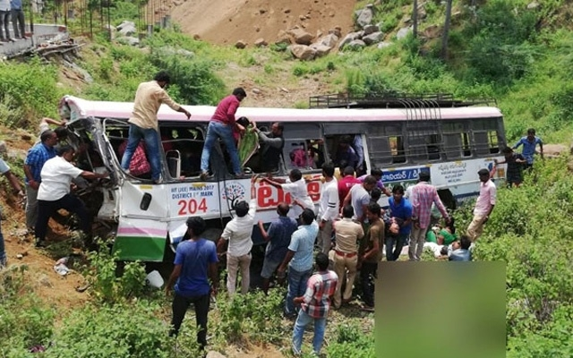 40 dead after bus falls into valley in India