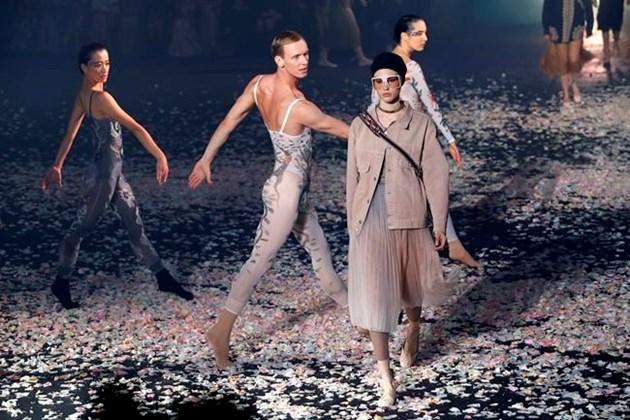 Dior and Gucci theatrically kick off Paris Fashion Week