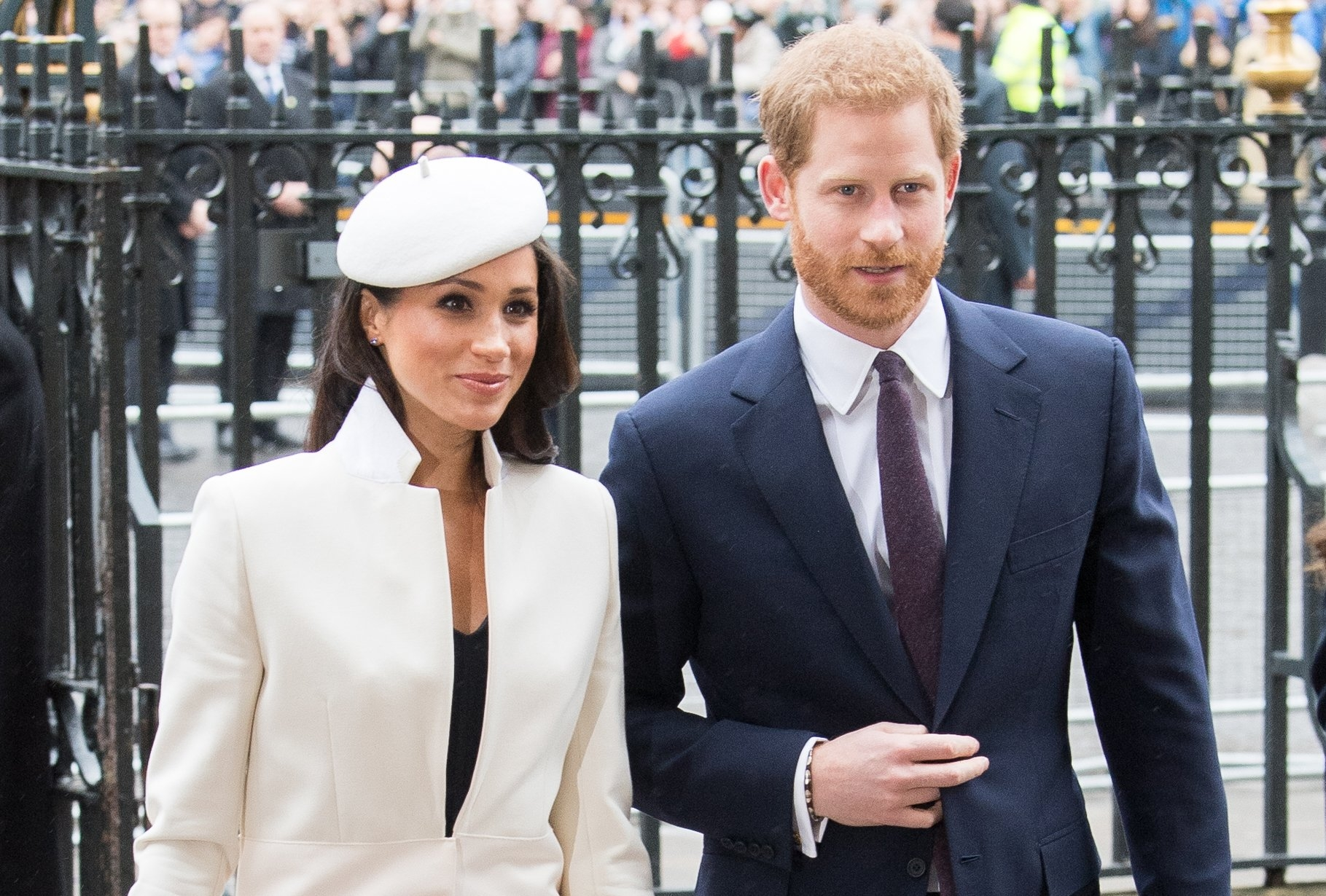 Harry and Meghan travel in different style on Australia tour