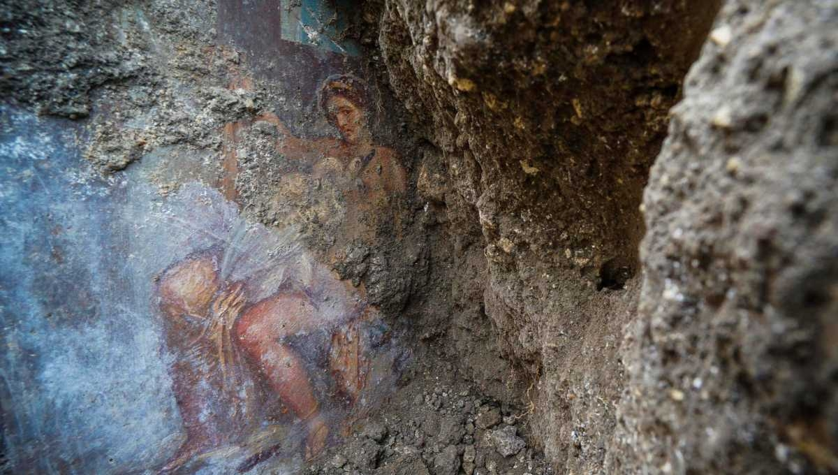 Sensual fresco discovered in ancient Pompeii bedroom