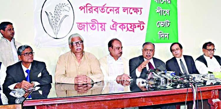 Govt falls into 'uncertainty', says Dr Kamal