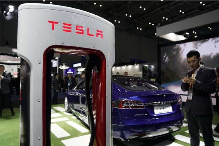Tesla, smarting from trade war, seeks bids for China Gigafactory construction