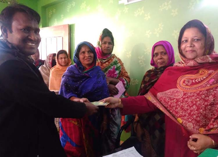 205 women get savings money in Nakla