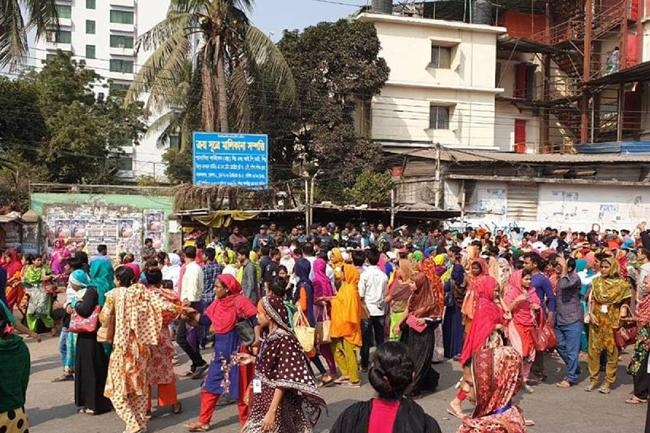 RMG workers continue protests; Roads at Mirpur, Kalyanpur blocked