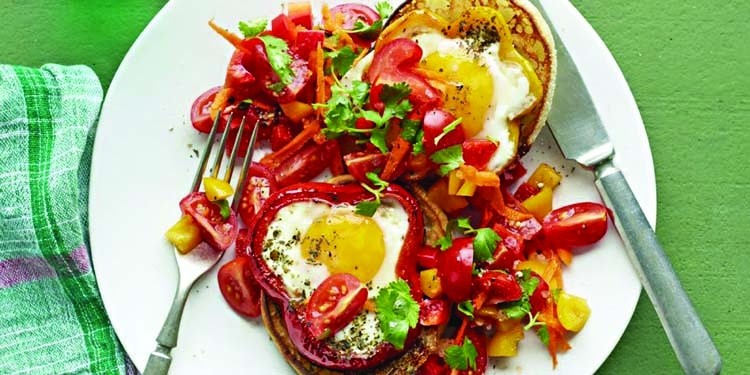 Egg pepper rings with carrot salsa