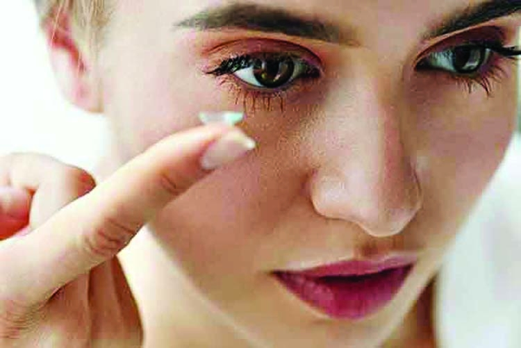 Eye care tips for contact lens wearers