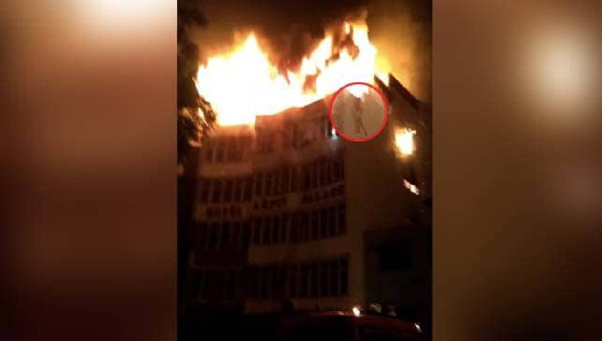 Police: 17 killed in fire at New Delhi hotel, 4 others hurt