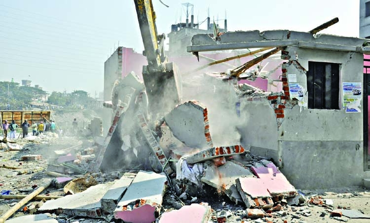 Eviction on Buriganga bank resumes