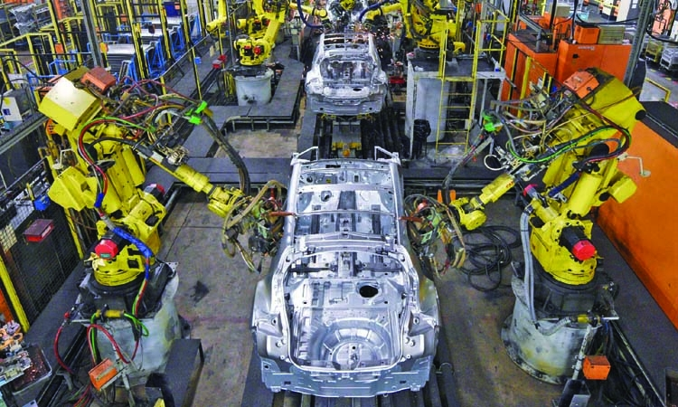 Manufacturing slump puts UK economy into reverse