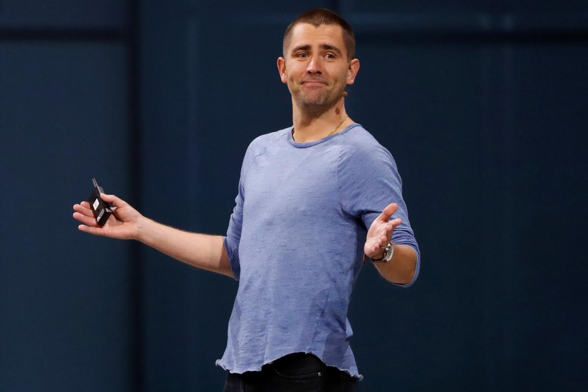Facebook product chief Cox to exit as focus shifts to messaging