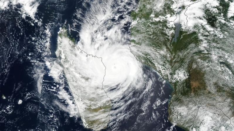 'Worst-case' cyclone hits Mozambique