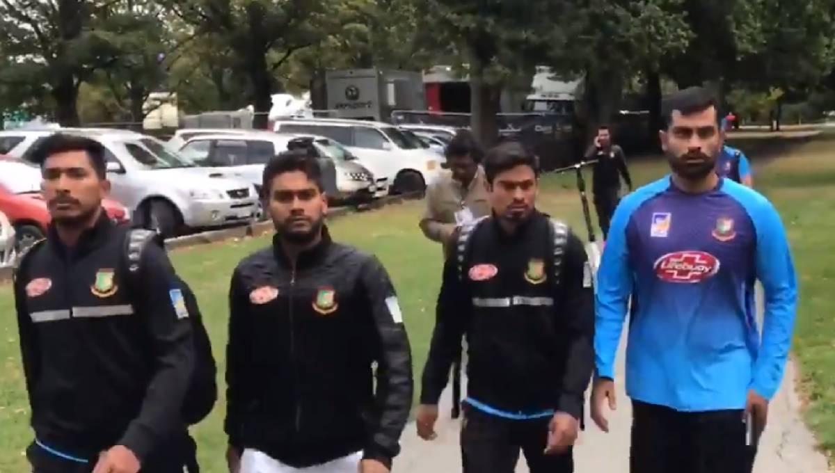 Bangladesh cricket team flees mosque shooting