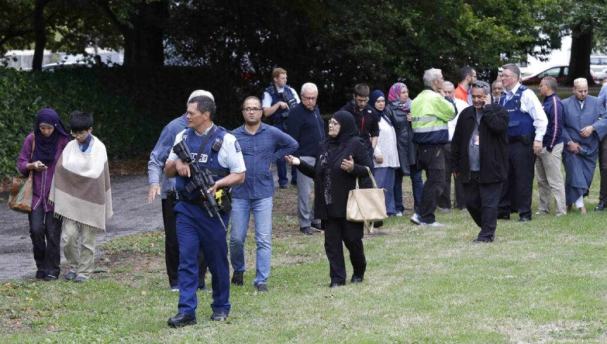 New Zealand police have 4 in custody, defuse bombs