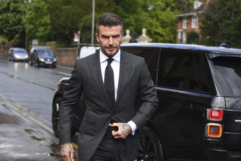 David Beckham gets six-month driving ban for using phone at wheel
