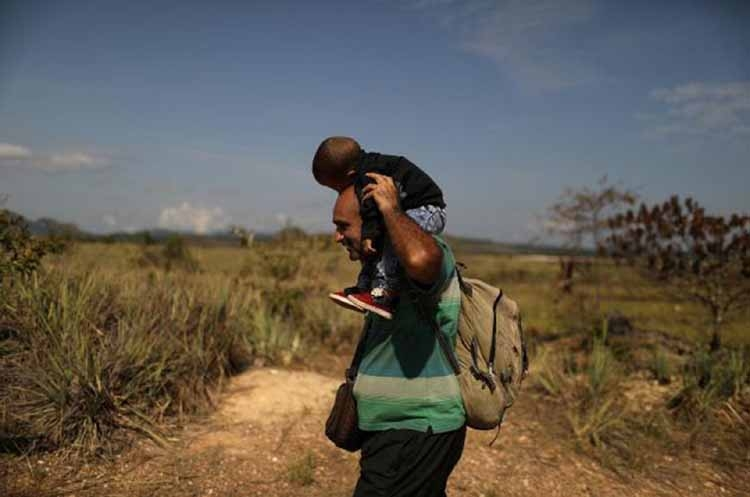 Venezuela reopens border crossing to Brazil